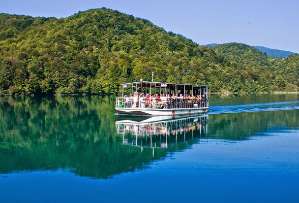 Les bateaux pour traverser les lacs Plitvice
