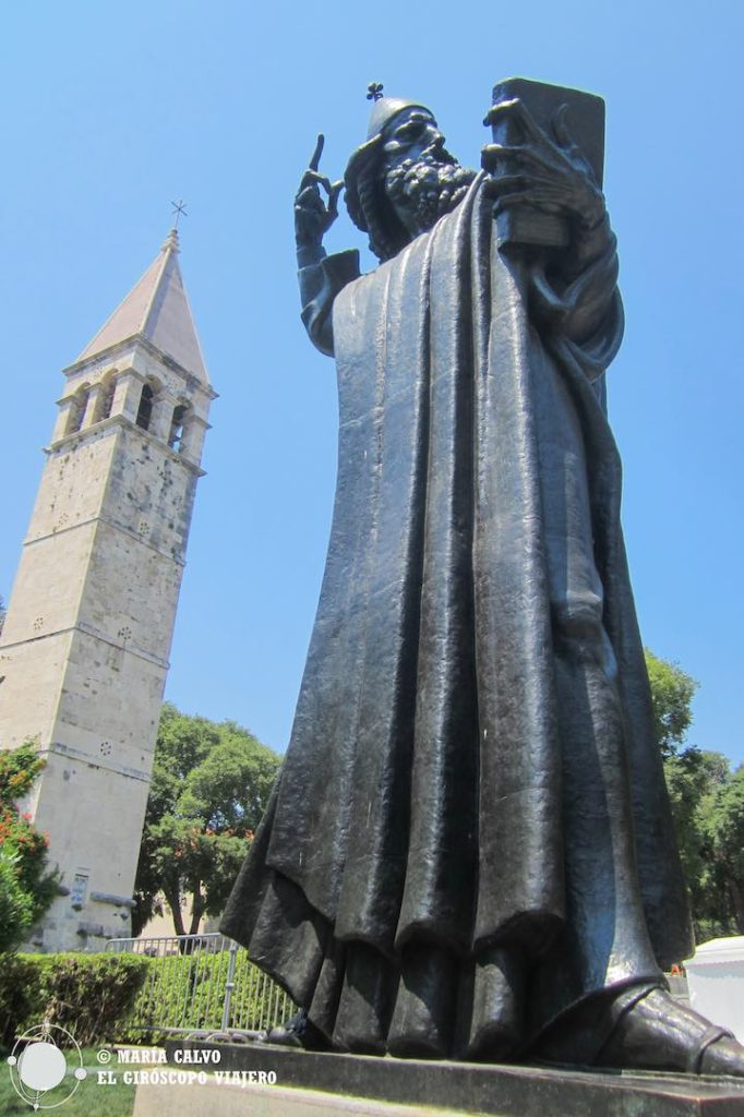 A l'entrée de la vieille vile de Split, une sculpture imposante de Ivan Mestrovick