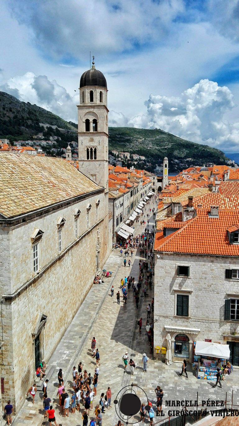 Vue de la vieille vile de Dubrovnik depuis les magnifiques remparts