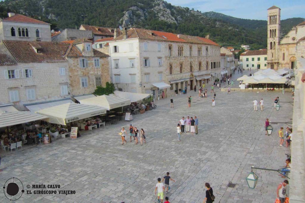 La place Saint-Clément, coeur de la ville de Hvar