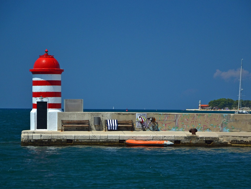 Magnifique phare à Zadar